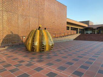 福岡市美術館と南瓜